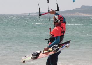 Campamento de aventura, de kitesurf y windsurf en Tarifa